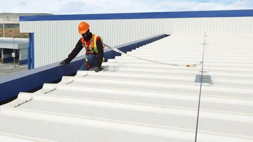 What are the five things to keep in mind while selecting roofing materials?